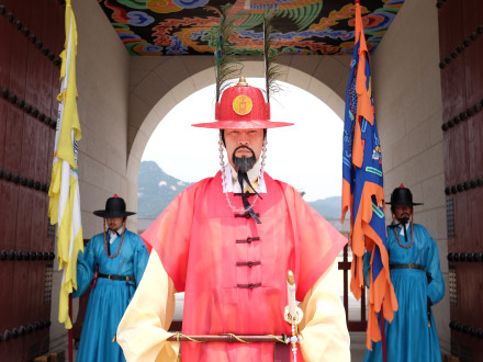 The gate guards at Gyeongbokgung Palace.